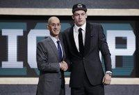 """L.Šamaničių pakvietusi """"Spurs"""" ir toliau sėkmingai seka savo sukurtą modelį (Scanpix nuotr.)"""