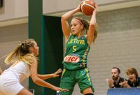 Aštuoniolikmetės laimėjo po 45 minučių kovos (FIBA nuotr.)