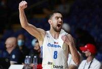 T.Satoransky žygiuos Čekijos delegacijos priekyje (FIBA nuotr.)