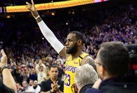L.Jamesas bandys aplenkti dar dvi NBA legendas (Scanpix nuotr.)