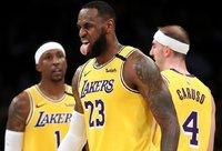 L.Jameso marškinėliai yra perkamiausi NBA (Scanpix nuotr.)