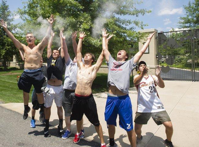 """""""Cavaliers"""" aistruoliai švenčia L.Jameso sugrįžimą"""