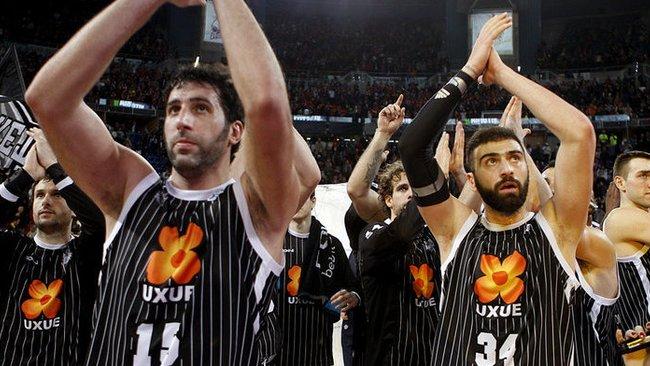 Vienas iš komandoje pasiliekančių žaidėjų – A.Mumbru (kairėje) (Fotodiena.lt)