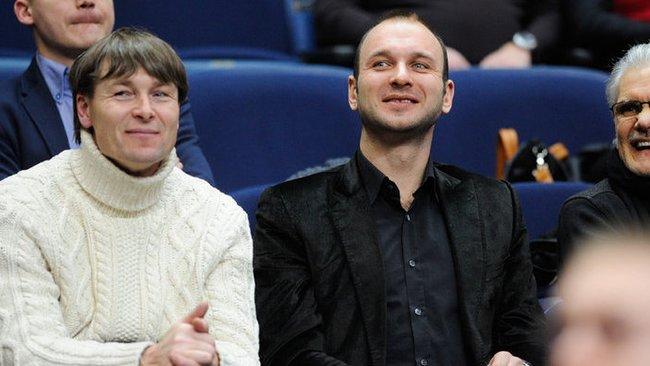 """J.Vainauskas (viduryje) įvardijo, kodėl """"Siemens"""" arenoje vis daugėja tuščių vietų (Fotodiena.lt)"""