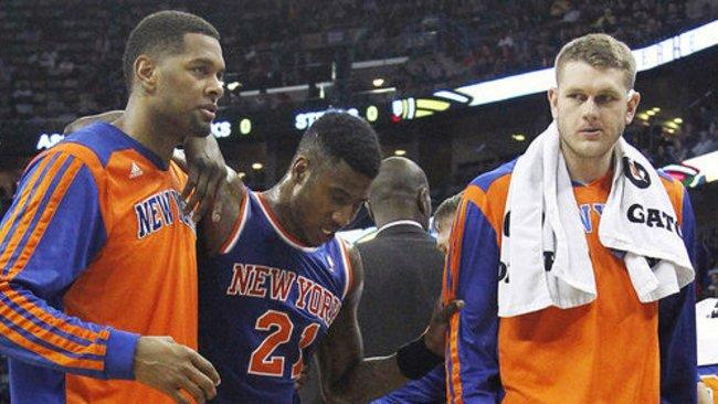 I.Shumperto (viduryje) trauma gali sutrukdyti įvykti NBA mainams (Scanpix)
