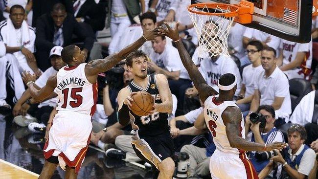 """T.Splitteris ir toliau atstovaus """"Spurs"""" komandai (Scanpix)"""