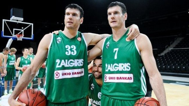 Broliai Lavrinovičiai virtuvėje jaučiasi taip pat laisvai, kaip ir krepšinio aikštelėje (Robertas Dačkus, Fotodiena.lt)