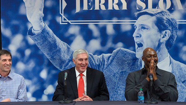 Po ceremonijos vykusioje spaudos konferencijoje prisiminimais dalijosi J.Stocktonas, J.Sloanas ir K.Malone'as (Scanpix)