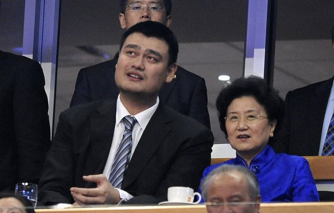 """Y.Mingas ir Kinijos federacija toliau baudžia """"Rockets"""" (Scanpix nuotr.)"""