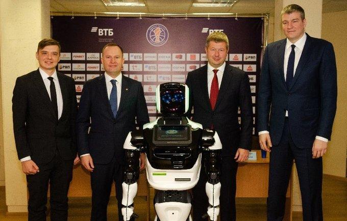 Robotas papildė trenerių štabą