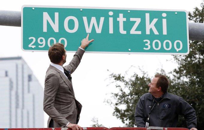 D.Nowitzki atidengė naują gatvės pavadinimą (Scanpix nuotr.)