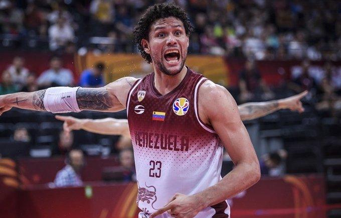 M.Carrera keliasi į Bambergą  (FIBA nuotr.)