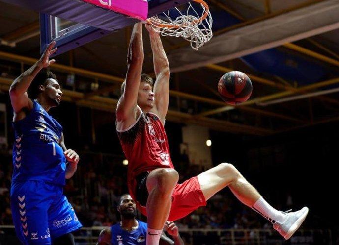 """E.Mockevičius neatkovojo nė vieno kamuolio (nuotr. """"Twitter"""")"""