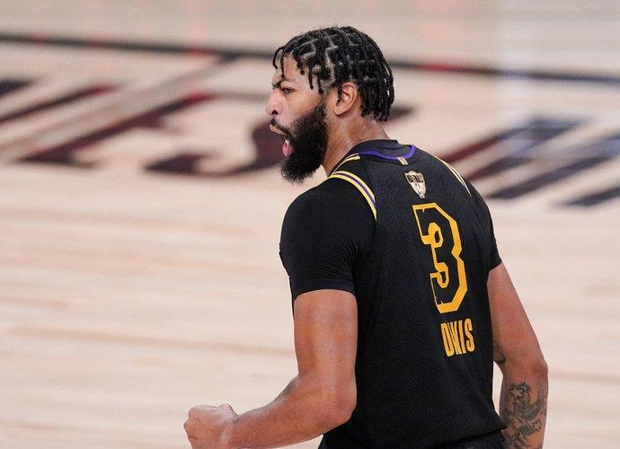 A.Davisas vis dar nepratęsė sutarties su NBA čempionais (Scanpix nuotr.)