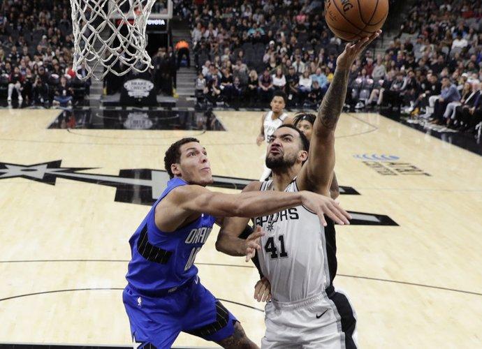 """""""Spurs"""" laimėjo sunkiai (Scanpix nuotr.)"""