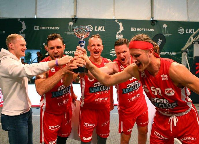 Ž.Skučas ir jo komanda laimėjo pirmą etapą (Gintaro Šiupario nuotr.)