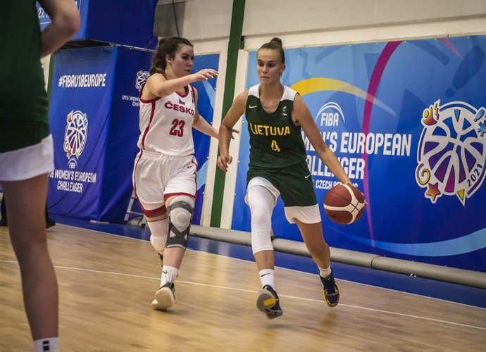 J.Jocytė žibėjo tarp dvejais metais vyresnių merginų (FIBA nuotr.)