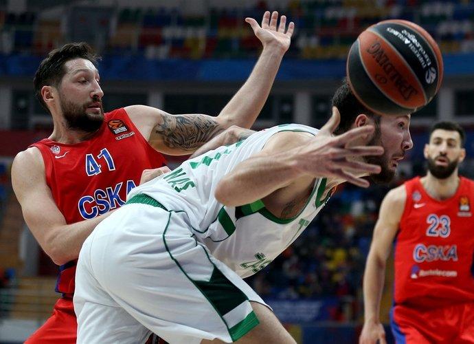 J.Lauvergne'as sunkiai tvarkėsi su varžovų aukštaūgiais (Euroleague.net)