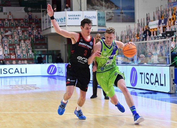 Dažni E.Bendžiaus tritaškiai skriejo pro šalį (FIBA Europe nuotr.)