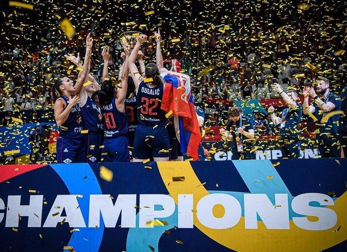 Triumfavo serbės (FIBA nuotr.)
