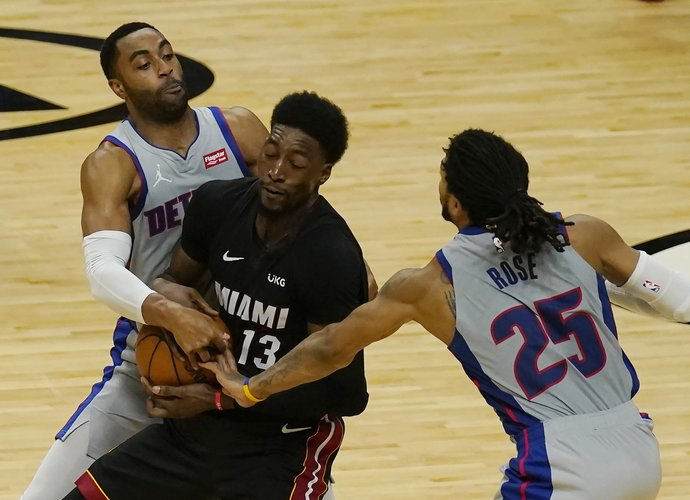 """B.Adebayo tapo """"Pistons"""" skriaudiku (Scanpix nuotr.)"""