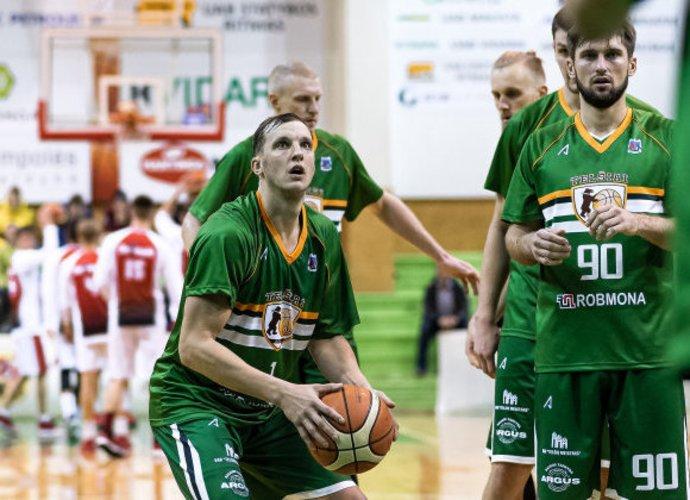 """Telšių"""" krepšininkas praėjusią savaitę žaidė su abiem klubais (L.Šilkaitis, krepsinionamai.lt)"""