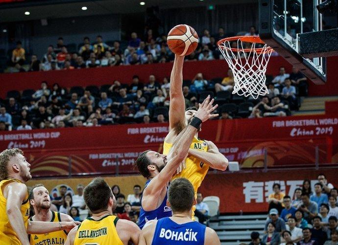 A.Bogutas teigė, kad nespėja atsistatyti (FIBA nuotr.)