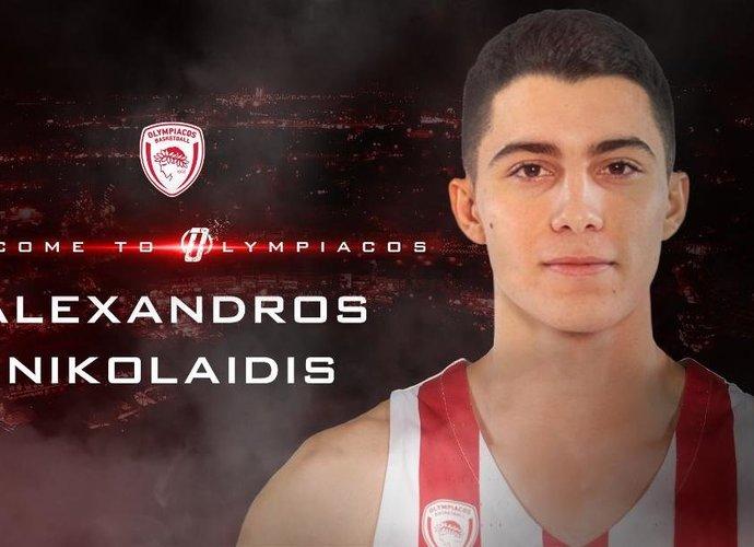 A.Nikolaidis atvyksta į Pirėją