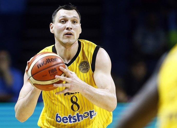 J.Mačiulis dar bent sezoną praleis Atėnuose (FIBA Europe nuotr.)