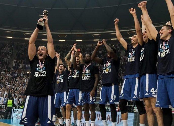 Zadaro komanda triumfavo
