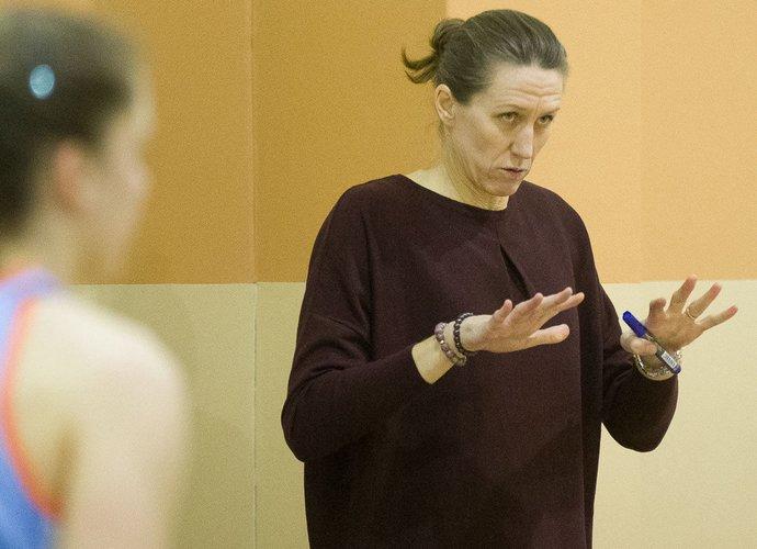 J.Štreimikytė-Virbickienė kalbėjo apie moterų krepšinio bėdas (Foto: V.Sodeika)