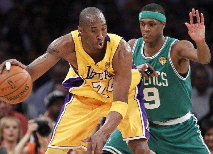 Per susitikimus su žiniasklaidos atstovais Kobe Bryantas nuolat pažeria komplimentų Rajonui Rondo (Scanpix)