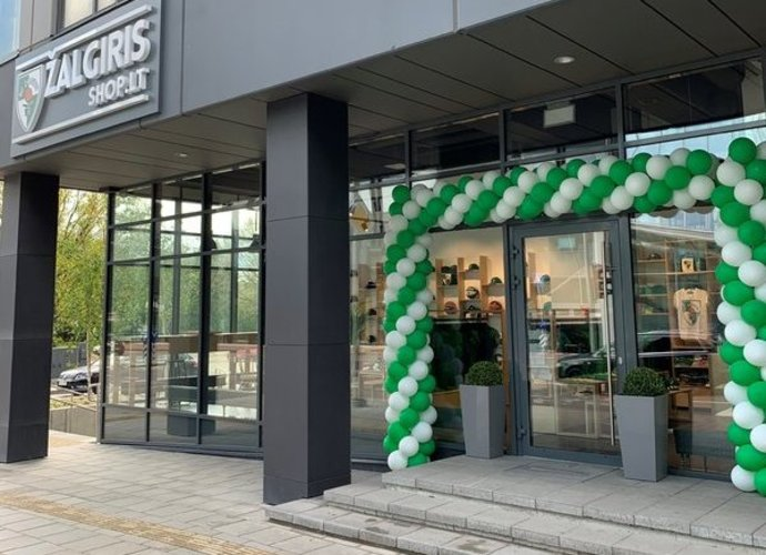 """Sostinėje duris atvėrė """"Žalgirio"""" parduotuvė (www.zalgiris.lt nuotr.)"""