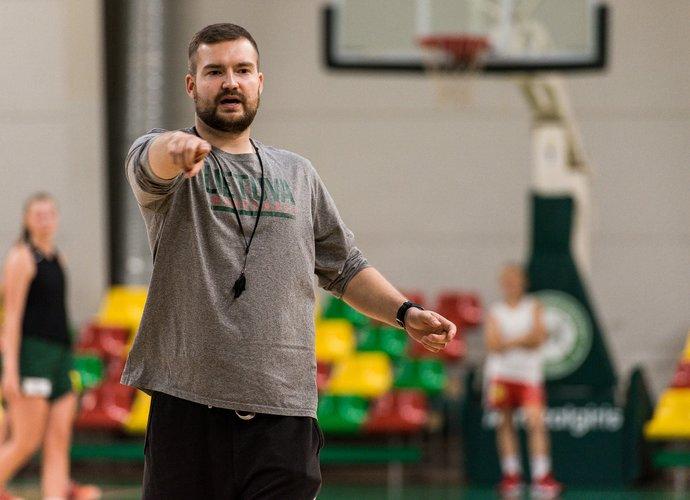 R.Kondratavičius yra vienintelis pretendentas treniruoti merginas (Krepšinio namų nuotr.)