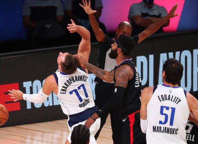 NBA vėl buvo dalinamos baudos (Scanpix nuotr.)