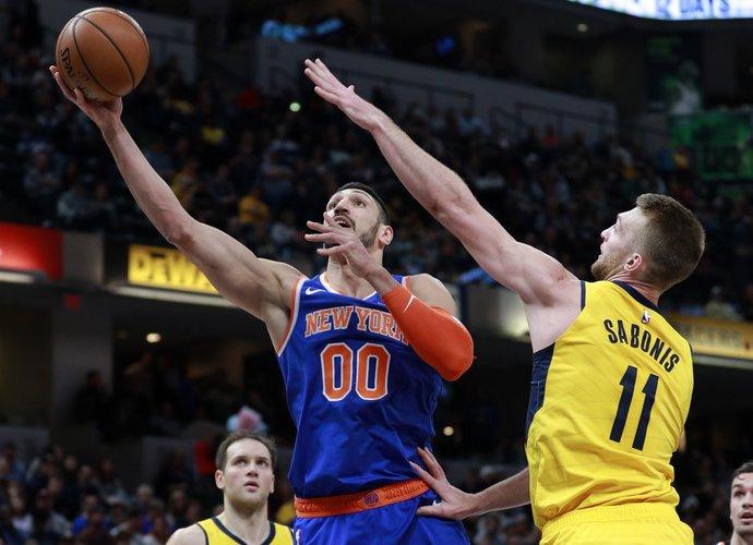 """E.Kanteris bodisi """"Knicks"""" jaunimo žaidimu (Scanpix nuotr.)"""