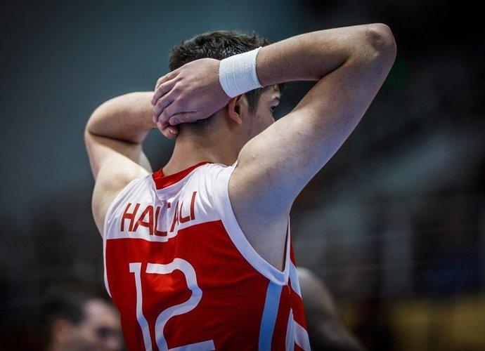 Turkijos rinktinė patyrė labai skaudžią nesėkmę (FIBA Europe nuotr.)