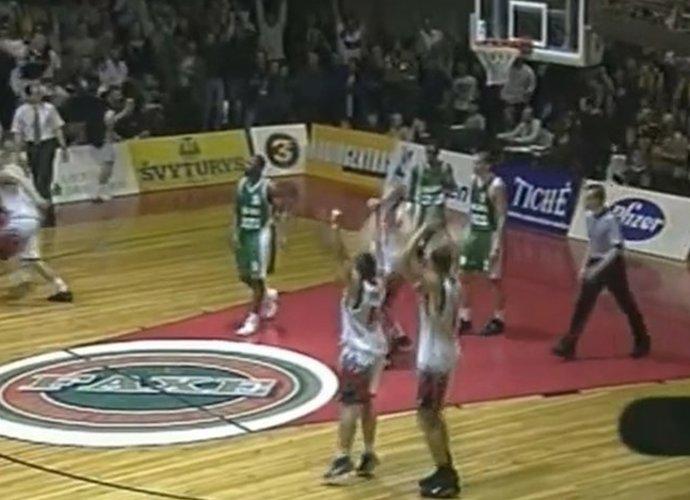 """""""Lietuvos rytas"""" pirmą kartą LKL triumfavo 2000 metais (Youtube.com nuotr.)"""
