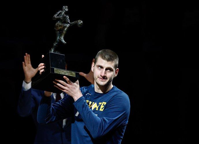 N.Jokičius atsiėmė MVP apdovanojimą (Scanpix nuotr.)