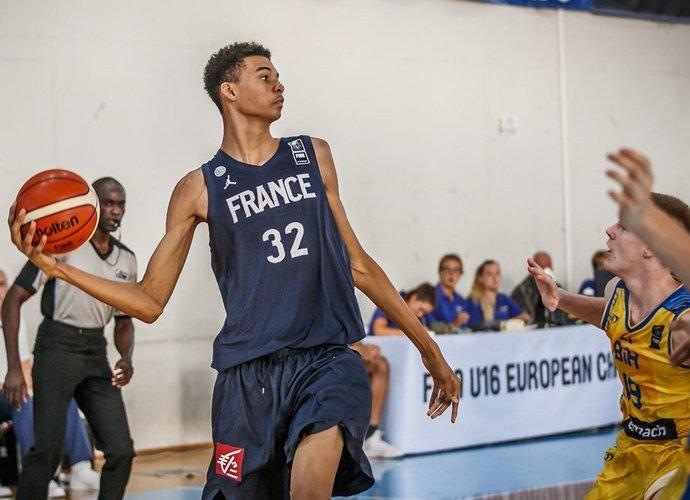 V.Wembanyamos ūgis siekia net 219 cm (FIBA Europe nuotr.)