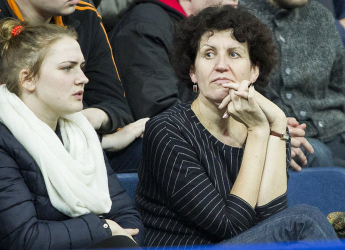 I.Marijošienė (dešinėje) bando išgelbėti klubą (www.kavolelis.lt)