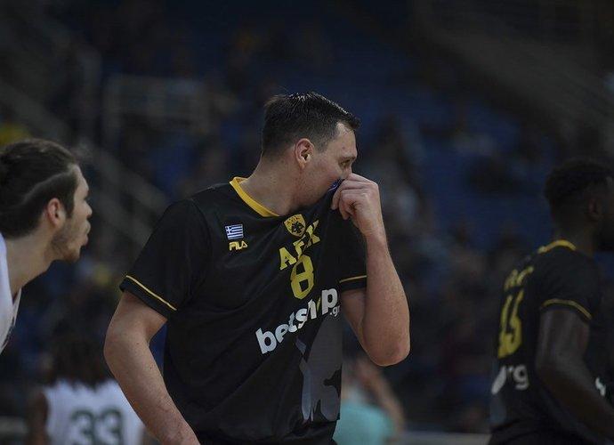 J.Mačiulis susilažino, kad M.Gecevičius laimės tritaškių konkursą (FIBA Europe nuotr.)