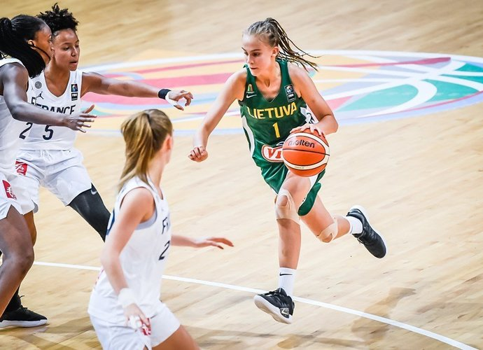 J.Jocytė puikiai tvarkosi su ją užklupusiu dėmesiu (FIBA nuotr.)