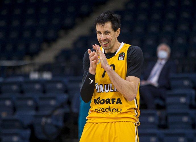 M.Lukauskis yra 6-as pagal atkovotus kamuolius (BNS nuotr.)