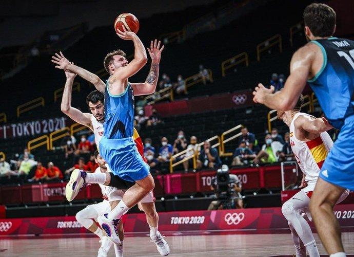 L.Dončičius ir toliau rengia istorinius pasirodymus (FIBA nuotr.)