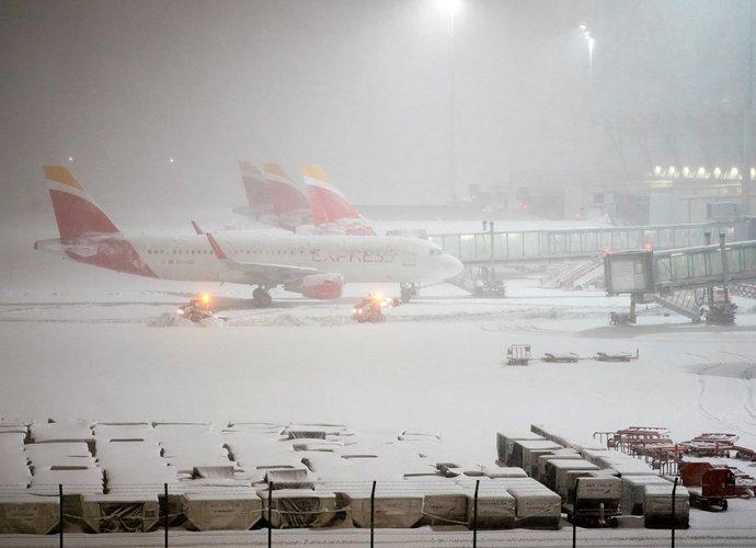 Madrido oro uoste lėktuvai neturi galimybės nusileisti (Scanpix nuotr.)