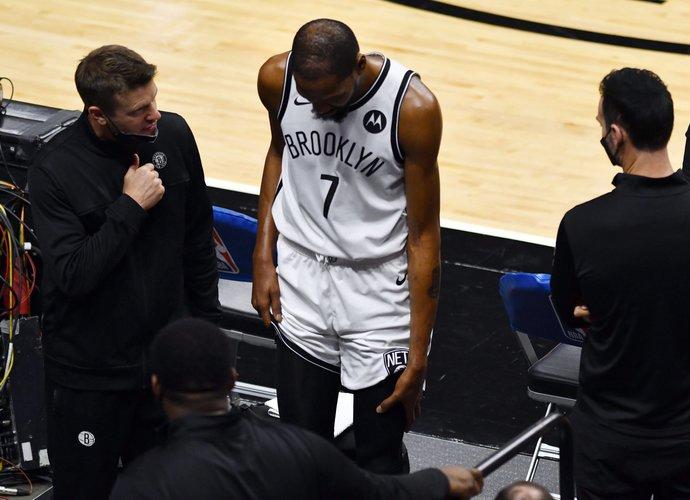 K.Durantas vėl nebaigė rungtynių sveikas (Scanpix nuotr.)